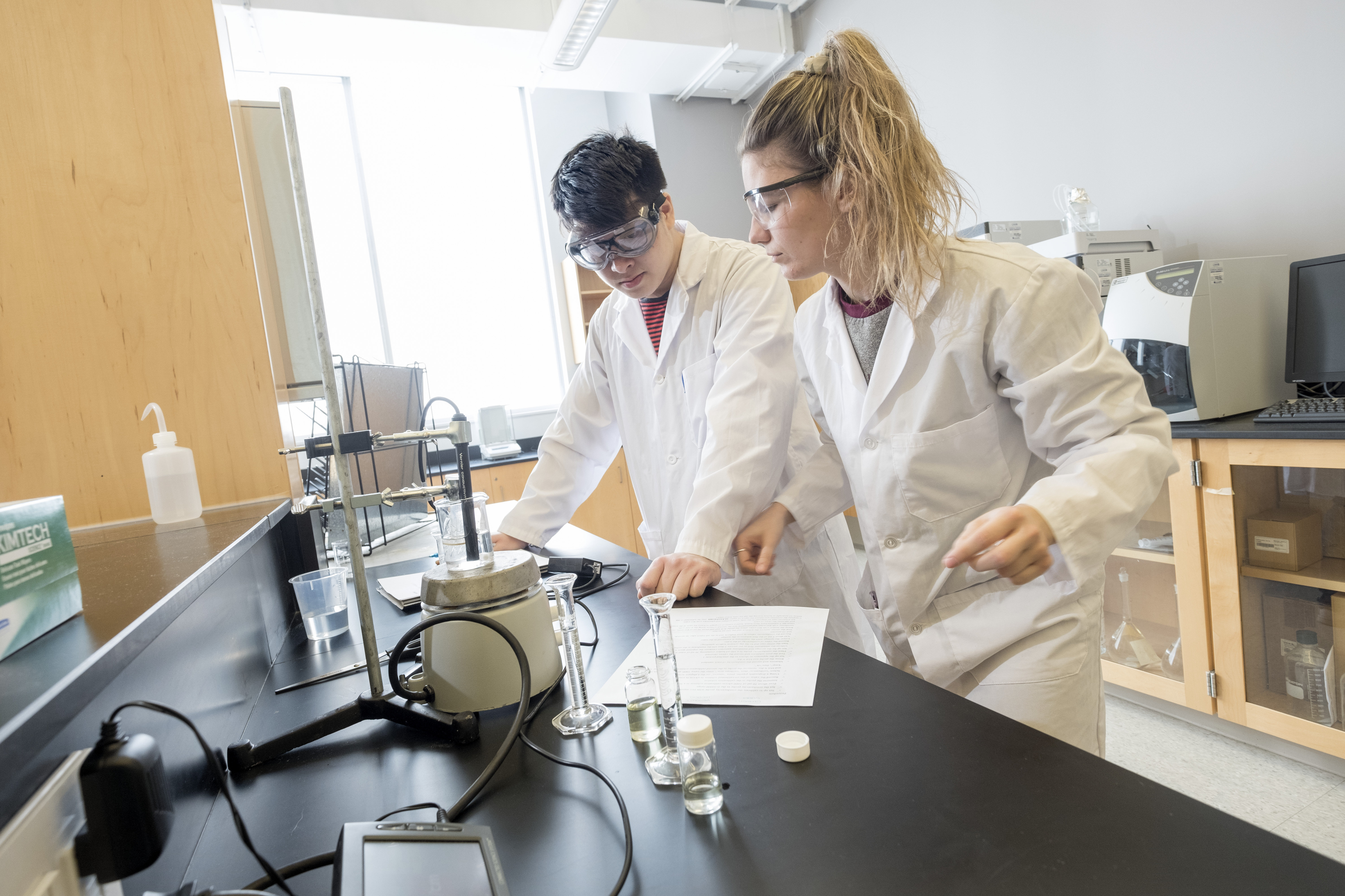 A female and male student working in the lab
