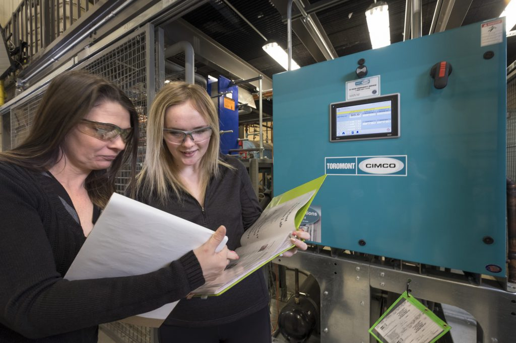 2 female students working on a power engineering project